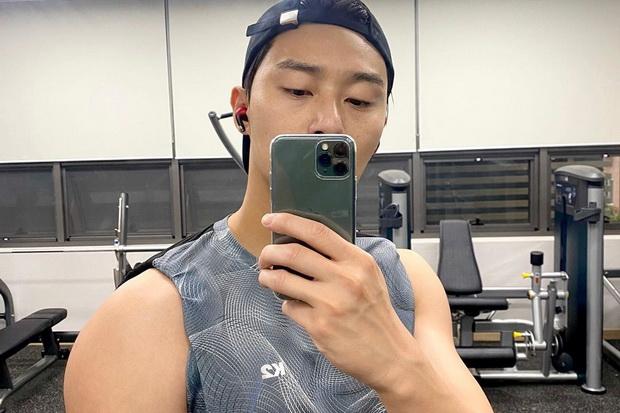 Rutin Nge-gym, Park Seo-joon Akan Jadi Pesepakbola