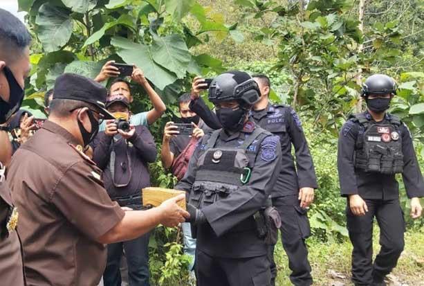 6.000 Detonator Sitaan Kejari Parepare Diledakkan di Hutan