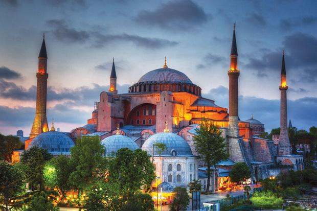 Hagia Sophia Gelar Salat Jumat Perdana, Ini Respons Selebritas Tanah Air