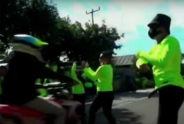 Viral! Pemotor di Pinrang Tabrak Relawan Galang Donasi Bencana Lutra