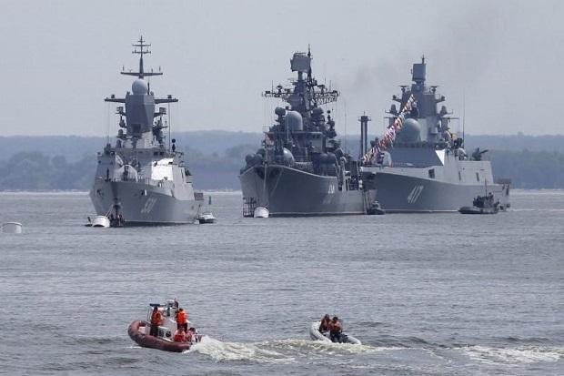 Kapal-kapal Inggris dan NATO Kuntit 9 Kapal Perang Rusia di Laut Utara