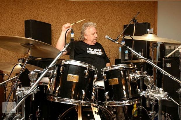 Mantan Drummer Ozzy Osbourne dan Uriah Heep Tutup Usia