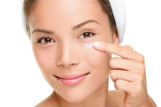 9 Trik Memanipulasi Wajah Lelah dengan Makeup