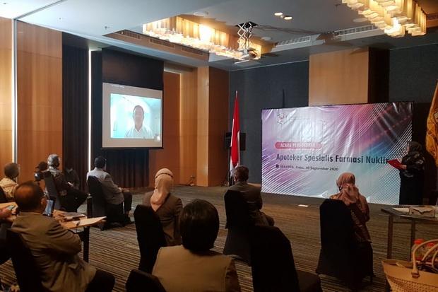 Indonesia Akhirnya Punya Dua Apoteker Spesialis Farmasi Nuklir