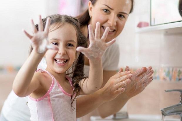 Dokter Sarankan Anak Rajin Cuci Tangan daripada Hand Sanitizer