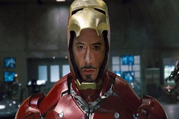 Pakai Topeng Iron Man, Robert Downey Jr. Tak Bisa Melihat