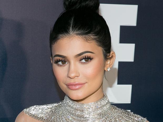 Rekomendasi Obat Jerawat Bella Hadid & Kylie Jenner Hanya ...