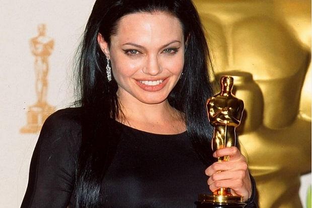 Angelina Jolie Sutradarai Film Unreasonable Behavior