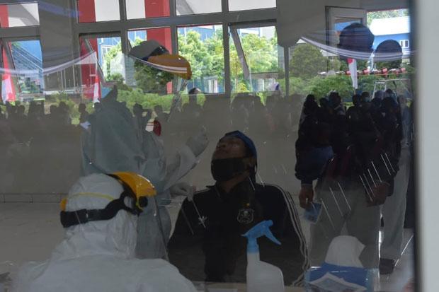 Ledakan Kluster Industri, Ribuan Buruh Jalani Tes Swab di MM2100