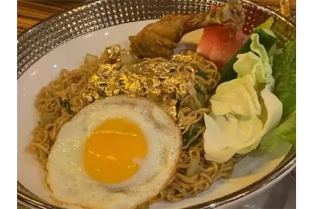 Makan Mi Instan Goreng di Dubai, Topping-nya Emas 24 Karat