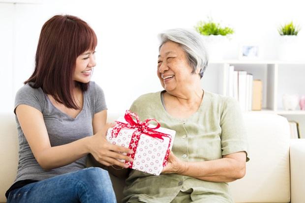 Hari Ibu saat Pandemi, Anda Bisa Tetap Beri Hadiah Berkesan untuk Orang Tua