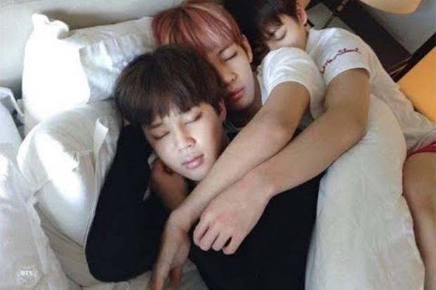 Wah! Ternyata Ini Kebiasaan Tidur Aneh Anggota BTS