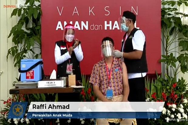 Raffi Ahmad Ikut Divaksin Bareng Jokowi