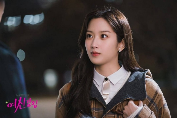 Cha Eun-woo dan Hwang In-yeop Adu Bikin Pangsit buat Keluarga Moon Ga-young