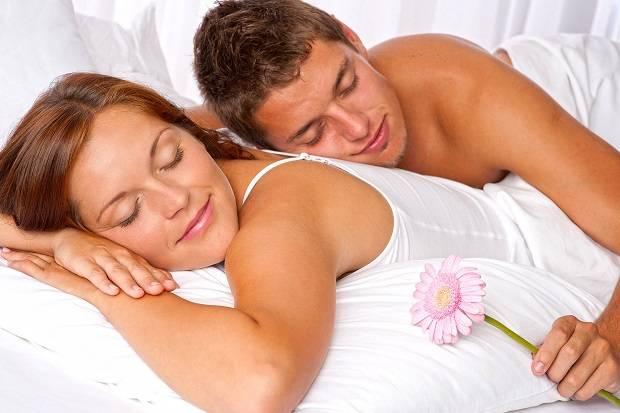 Ingin Hubungan Lebih Intim dengan Pasangan? Jangan Ragu Berikan Sentuhan Fisik!