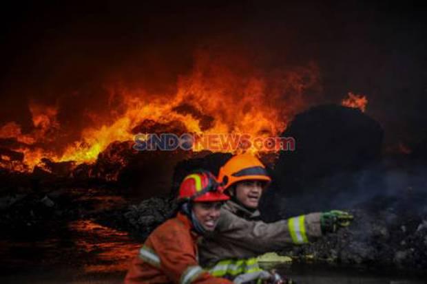 Lantai 7 Mall Pluit Junction Jakarta Utara Terbakar