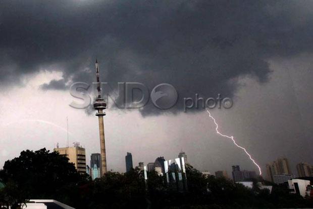 Waspada, Hujan Disertai Angin Kencang Akan Melanda Pesisir Utara Jakarta