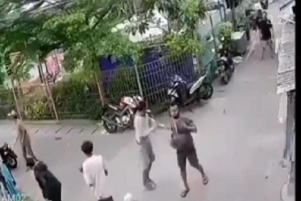 Viral! Dua Kelompok Pemuda Berparang Saling Serang di Papango Tanjung Priok