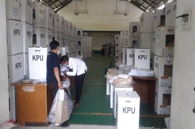 Hadapi Gugatan Keponakan Prabowo, KPUD Tangsel Bongkar Kotak Suara