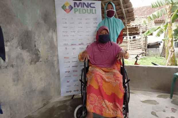 Marwiyah Warga Bekasi Senang Dapat Kursi Roda dari MNC Peduli