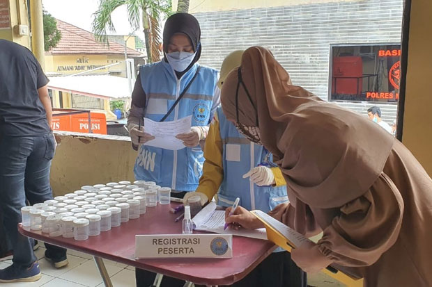 Cegah Kasus Kompol Yuni Terulang, 420 Anggota Polres Depok Dites Urine