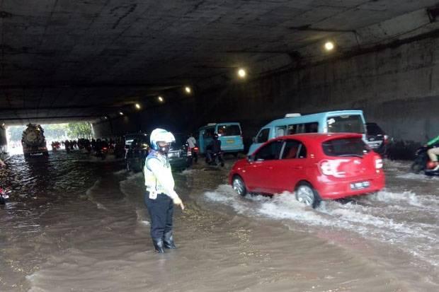 Banjir di Jakarta Belum Surut, Sejumlah Ruas Jalan Masih Tergenang