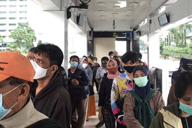 Headtime Transjakarta Terlalu Lama, Penumpang Bertumpuk di Halte Tosari