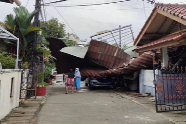 Kompleks TNI AL Cilincing Porak Poranda Disapu Hujan dan Angin Kencang