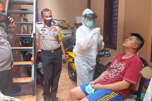 Perkenalkan Treatment Isoman, Cara Polisi Tekan Klaster Keluarga di Jakbar