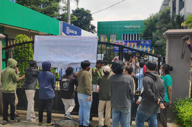 Caci Massa Aksi, Demo di Gedung Kanwil Kemenkumham DKI Ricuh
