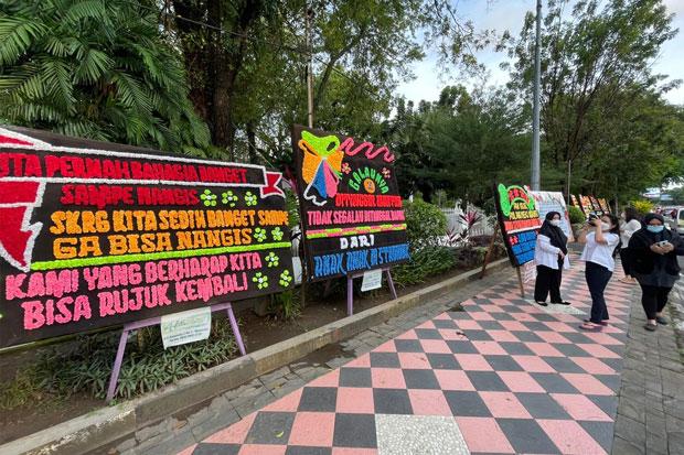 Dukung Nurdin Abdullah, Warga Kirim Karangan Bunga di Rujab Gubernur