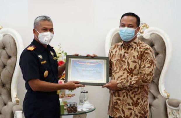 Fasilitasi Importasi Bantuan ke Sulsel, Bea Cukai Sulbagsel Raih Penghargaan