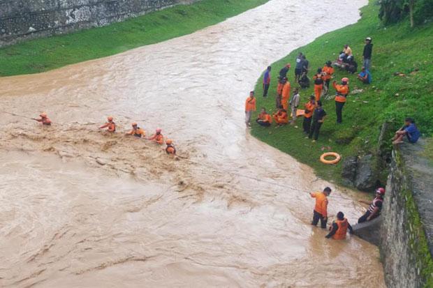 4 Anak di Kota Palopo Hanyut Terseret Air Bah