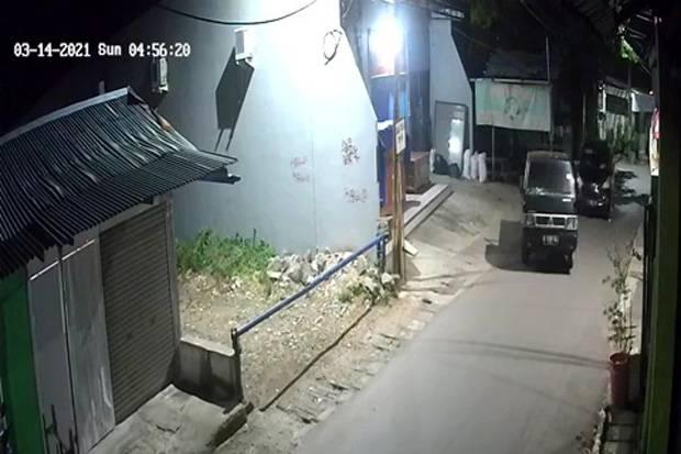 Mobil Bak Perusahaan Digondol Maling, 5 Pelaku Terekam CCTV