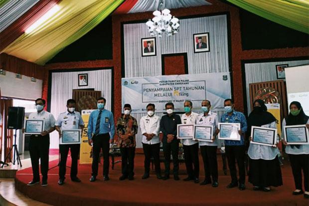 Laporan SPT 100%, 8 OPD Pemkab Enrekang Diganjar Penghargaan