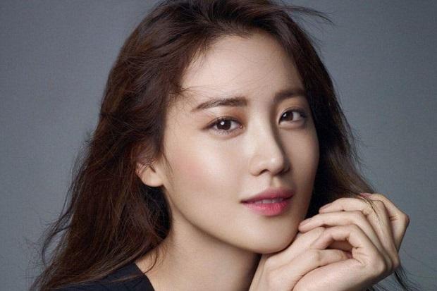 Bintang Avengers Claudia Kim Resmi Bergabung dengan YG Entertainment