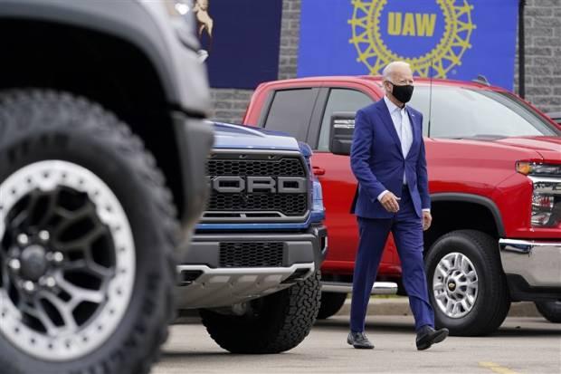 Presiden Amerika Didesak Tentukan Tanggal Terakhir Buat Mobil Konvensional