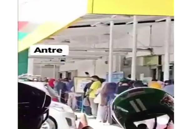 Antrean Mengular di Pusat Perbelanjaan Depok, Warganet: Mending Belanja di Warung Tetangga