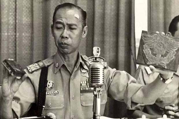 Selidiki Kasus Narkoba di Jakarta, Begini Penampilan Jenderal Hoegeng Menyamar Jadi Hippies