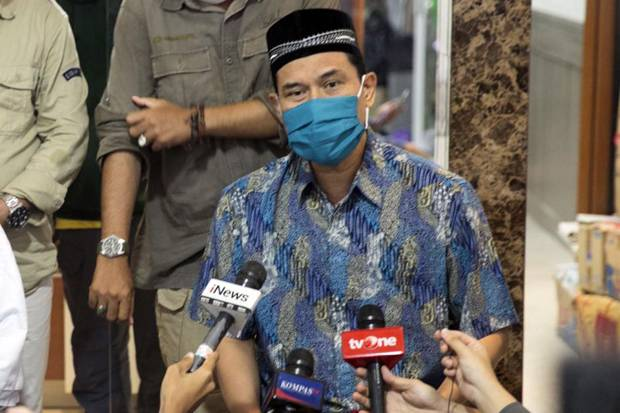 Amuk Munarman Namanya Dicatut Benda Misterius Bertuliskan FPI Munarman