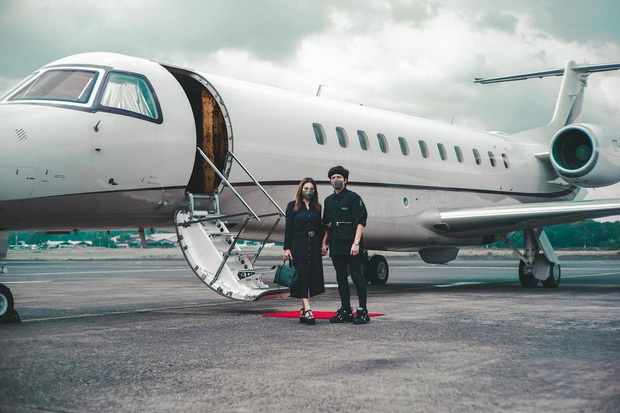 Serba Hitam Jelang Honeymoon, Begini Gaya Busana Atta Halilintar dan Aurel Hermansyah