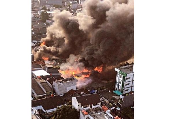 Kebakaran Rumah di Pasar Kambing Tanah Abang, Asap Pekat Selimuti Langit Jakarta