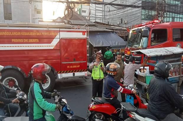 Bikin Macet Jalan, Polisi Ingatkan Warga Tidak Tonton Kebakaran Pasar Kambing