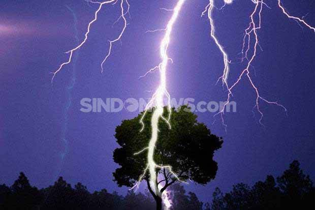 Hujan Petir Disertai Angin Kencang Berpotensi Landa DKI Siang dan Sore Nanti