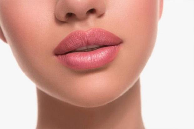 Bibir Berwarna Gelap Bikin Tak Percaya Diri, Begini Cara Mengatasinya!