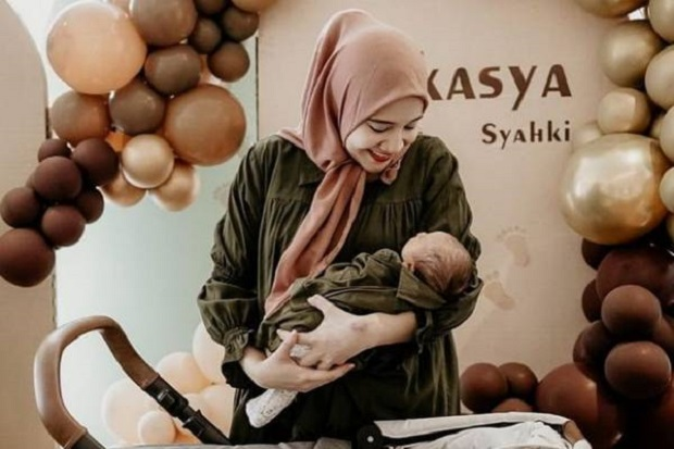 Jenguk Baby Ukkasya, Zaskia Sungkar Curiga Nagita Slavina Punya Toko Perlengkapan Bayi