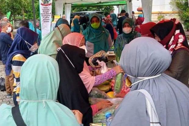 Dinas Pertanian Pinrang Gelar Pasar Tani Berdayakan Masyarakat Petani-Peternak