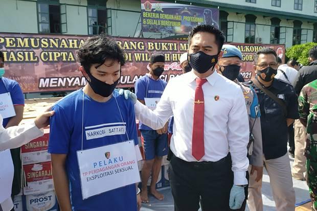 Polisi Ciduk Mucikari Prostitusi Online Bertarif Rp700 Ribu di Bogor