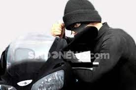 Pencuri Bersenpi di Ciracas Terekam CCTV, Warganet: Selamat Berlebaran di Penjara