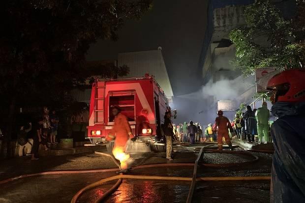 Malam Pertama Ramadhan, Kebakaran Pasar Inpres Pasar Minggu Jadi Tontonan Warga